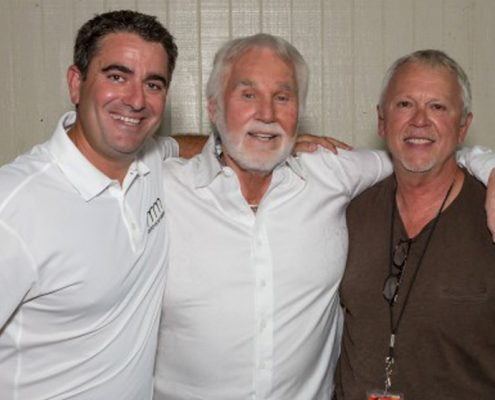 Kenny Rogers Plays Packed House