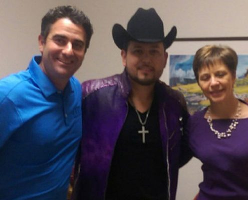Roberto Tapia Rocks Gallo